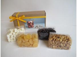 Džiovintų vaisių ir riešutų dovana, 610 g