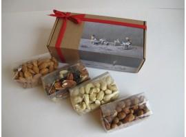 Keturių rūšių riešutų dovana, 610 g