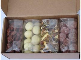"""Riešutų, džiovintų vaisių, arbatos ir saldainių rinkinys """"siuntinukas"""""""